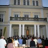 Widownia przed Pałacem Raczyńskich