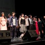 Wykonawcy śpiewają Hymn Festiwalu