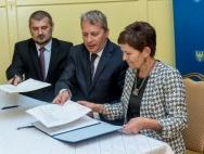Podpisanie umowy na dotację na zakup samochodu pożarniczego